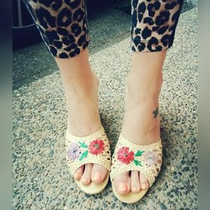 Amazing, VINTAGE, woven, floral wedges!!!